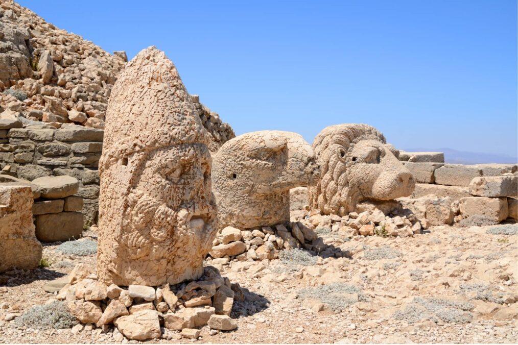 De gezichten van Mount Nemrut