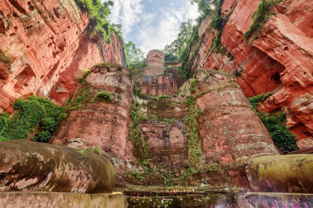 Grote Leshan Boeddha in de rotsen