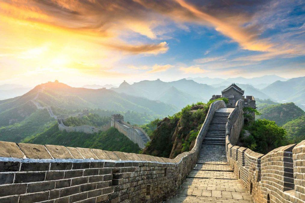 Grote Muur in China bij zonsopkomst