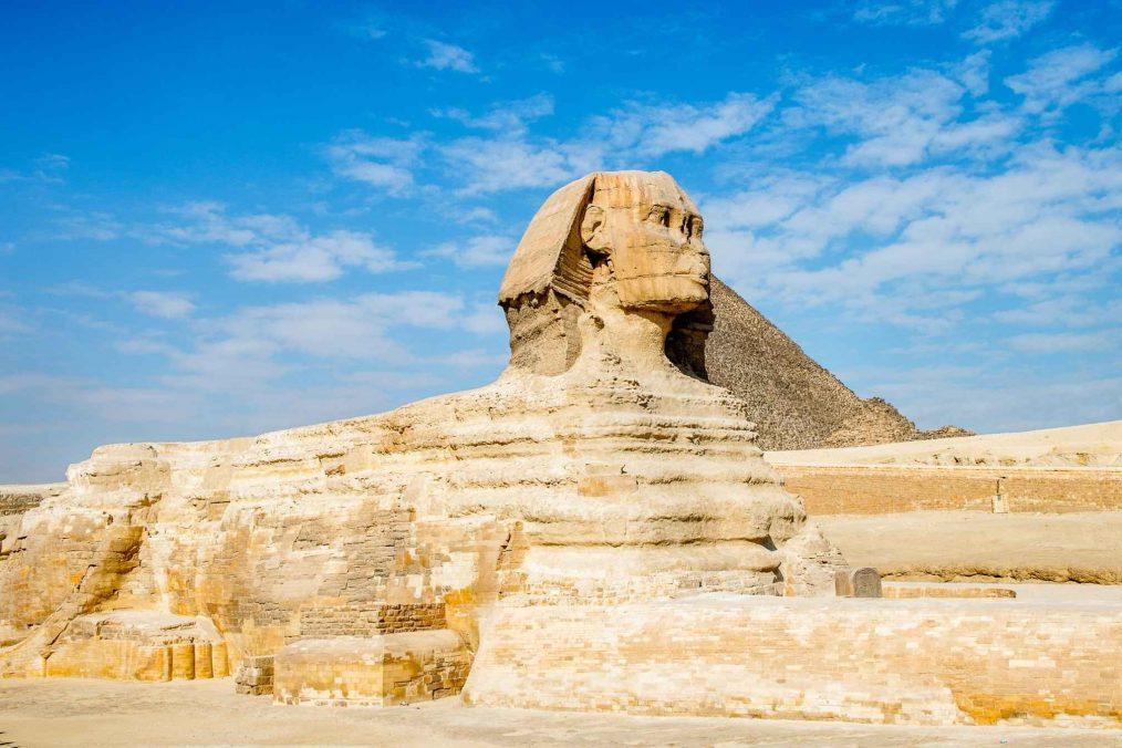 Sfinx bij de piramides van Gizeh in Egypte