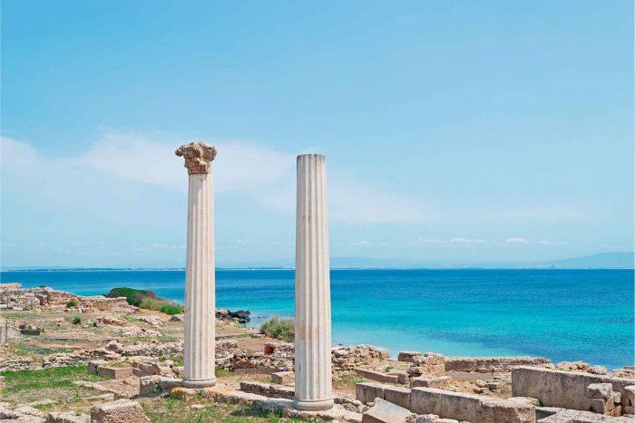 Tharros uitkijkpunt met Romeinse ruïnes op Sardinië