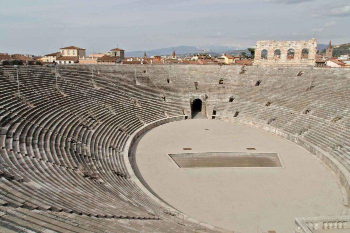 Zitplaatsen in de arena in Verona
