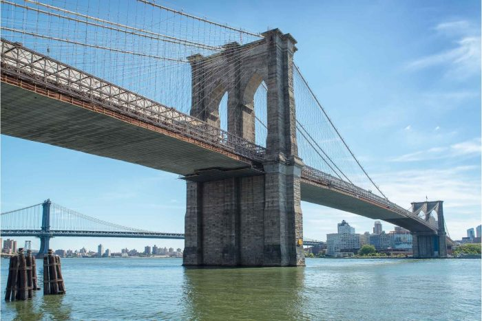 Brooklyn Bridge bij New York