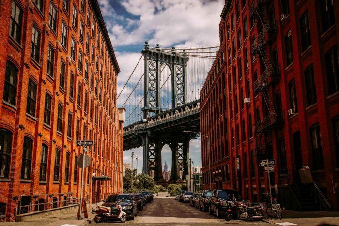 Foto van de Brooklyn Bridge vanaf Washington Street