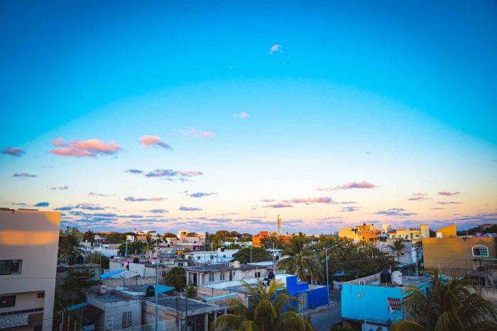 Uitzicht vanaf het dak van een hostel in Playa del Carmen