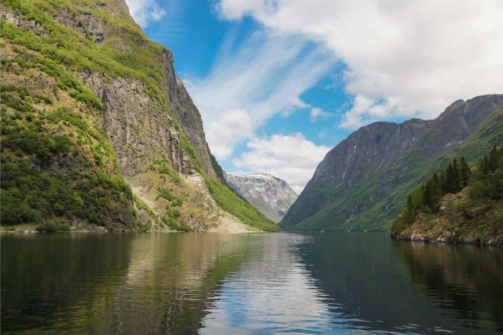 De bergen en rivieren van Sognefjord