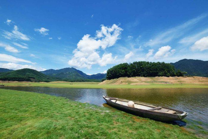 Het rustige Hoa Trung meer bij Da Nang
