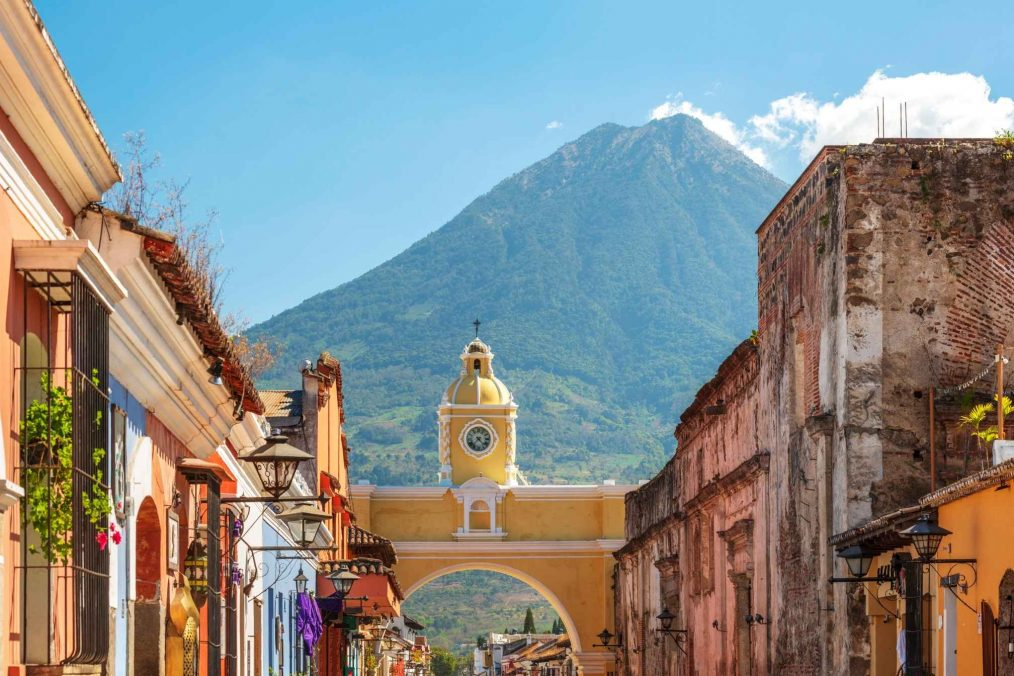 Antigua Guatemala tussen de bergen