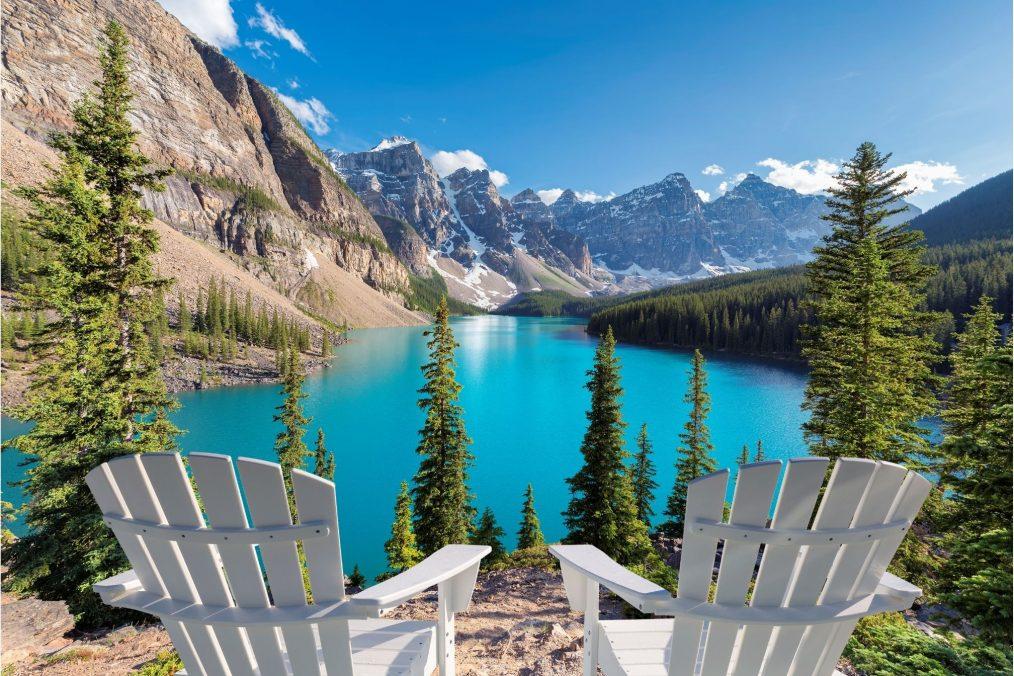 Blauw meer en bergen in Banff National Park