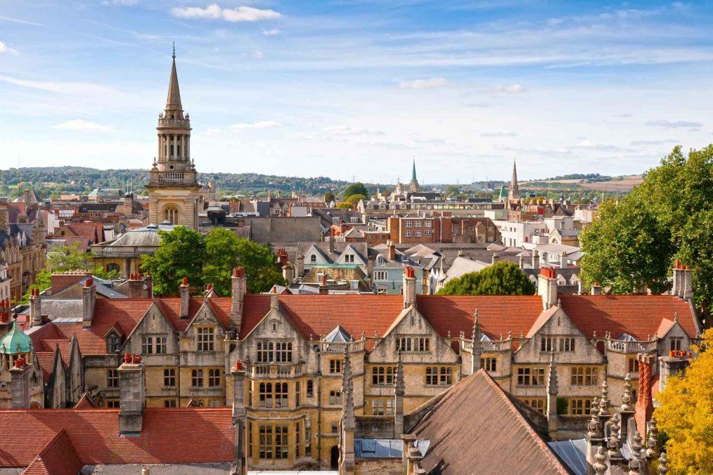 De daken van Oxford in Engeland