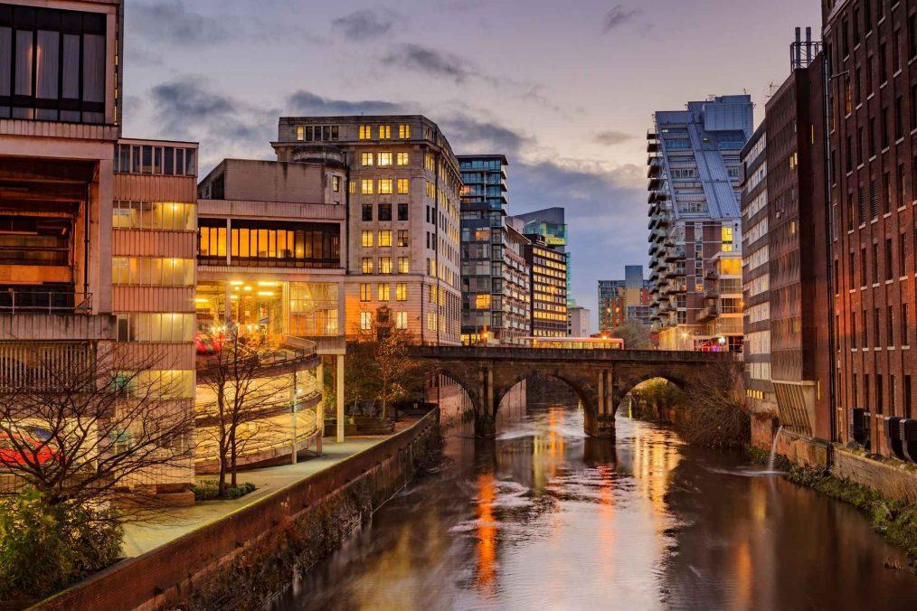 Manchester in de avond