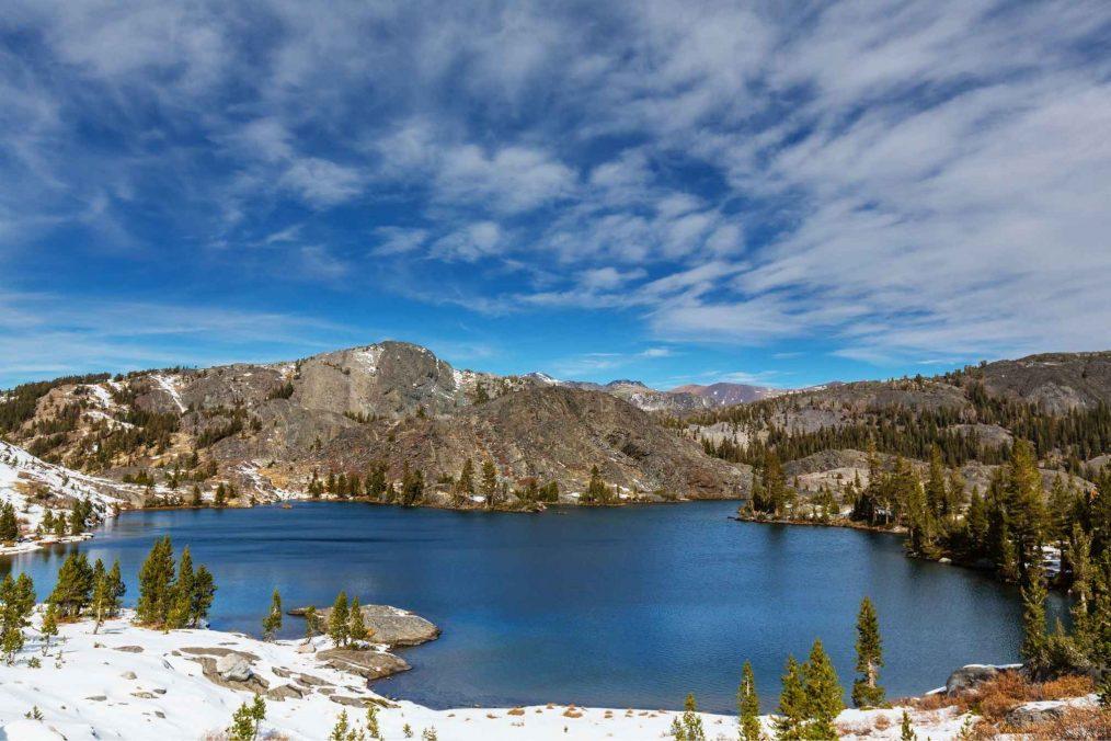 De bergen van de Sierra Nevada