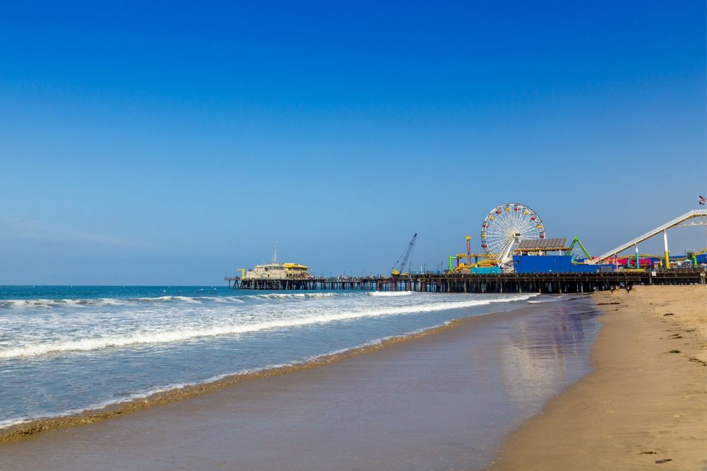 Het strand van Santa Monica en de Santa Monica Pier