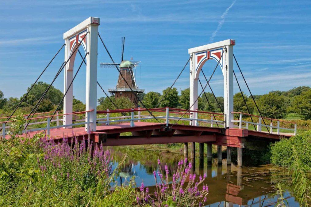 Molen en brug in Holland, Michigan