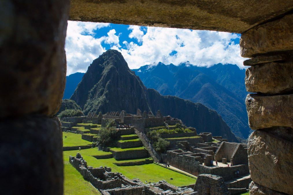 Uitzicht over Machu Picchu vanuit de ruïnes