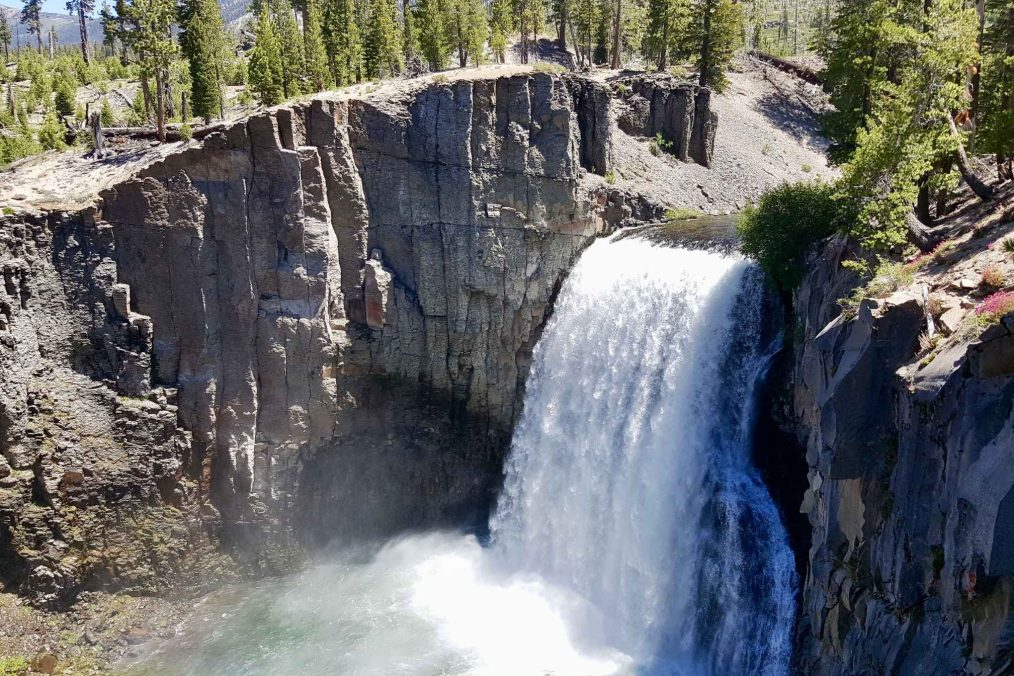 Waterval bij Mammoth Lakes