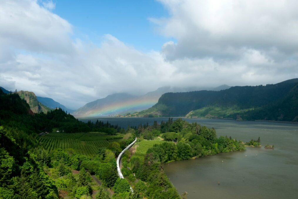De natuur en een regenboog bij Hood River