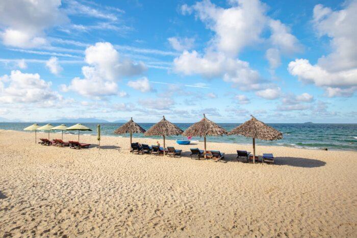 Ligstoelen op An Bang Beach