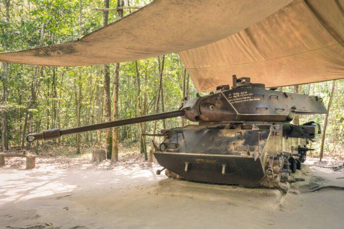 Oude tank bij het Cu Chi-tunnelcomplex