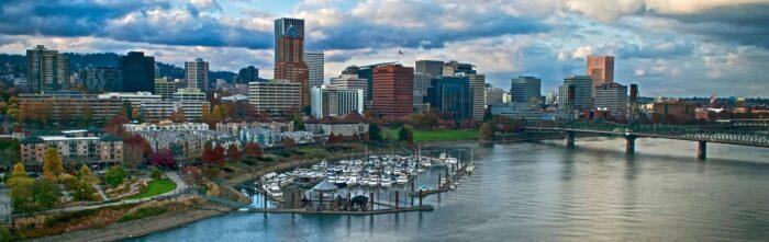 Uitzicht over de skyline van Portland in Oregon