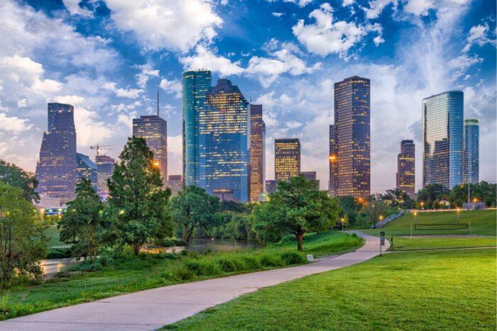 Het park bij Downtown Houston tijdens de schemering