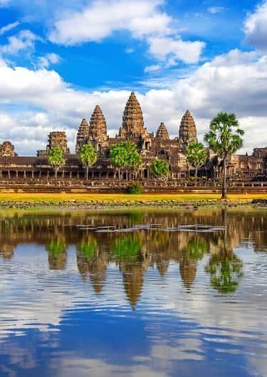 Angkor Wat aan het water in Cambodja