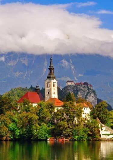 Kasteel bij het meer van Bled in Slovenië